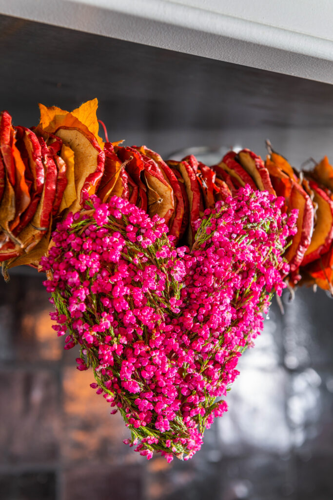 Fleur Creatief @ home special najaar herfstspecial najaarsspecial bloemendesign bloemenwerk bloemsierkunst floristen bloemisten workshops do it yourself diy stap voor stap instructies florale kunst bloemenkunst bloemenmagazine bloemeninspiratie tips en tricks bloemenkrans boeket tafeldecoratie annick mertens interview fleur creatief magazine