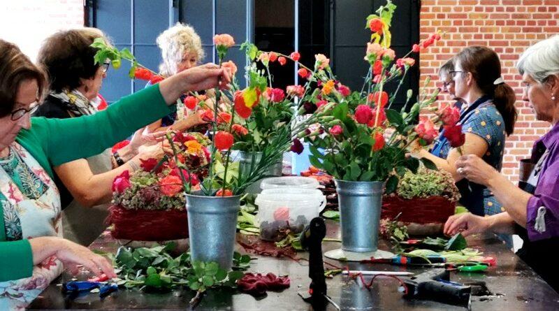 workshops Vertelsels over bloemen en seizoenen Annick Mertens fleur creatief @ home special najaar najaarsspecial herfst winter kerstmis eindejaarsfeesten inspiratie bloemen bloemwerk bloemenkunst bloemsierkunst liefhebbers hobby tafeldecoraties tips & tricks trendy droogbloemen kerstdecoratie met bloemen diy do it yoursel knutselen