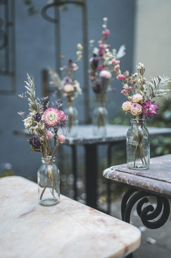 boek droogbloemen gedroogd en geschikt elke vanderper auteur gentse bloemenatelier into the wild bloemsierkunst bloemschikken bloemencreaties bloemen wildplukken bloementuin bloemenweide bloemen drogen diy do it yourself droogboeket talfedecoratie droogbloemen haarspelden juwelen droogbloemen bewaren inspiratie fotoboek floristen bloemisten hip trendy trends bloementrends interieurtrend fleur creatief fleur magazine