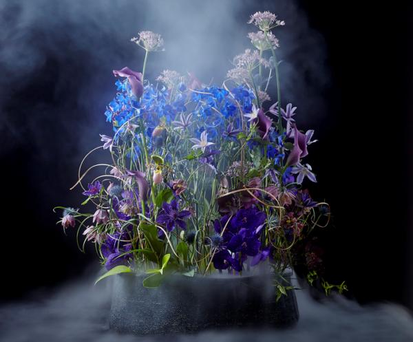 De nieuwe International Floral Art 2021-2022 bruist van de creatieve werken van designers uit alle hoeken van de wereld.